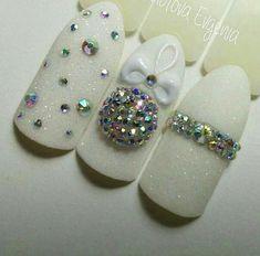 Christmas Nail Designs - My Cool Nail Designs Nail Art Noel, Xmas Nail Art, Halloween Acrylic Nails, Cute Christmas Nails, Xmas Nails, New Year's Nails, Bling Nails, Holiday Nails, Crome Nails