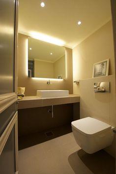 Kleine Badezimmer Einrichten Grau Schwarz Weiss Marmor Fliesen Elegant