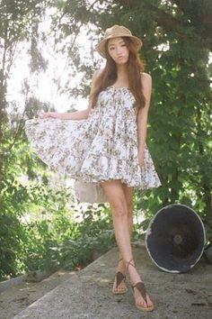 Today's Hot Pick :花紋抹胸蛋糕洋裝 http://fashionstylep.com/SFSELFAA0015878/stylenandatw/out 抹胸綁帶可愛短洋裝。 搭配簡潔休閒款平底涼鞋,更顯清純造型。  - 花紋分層褶皺,活潑可愛。  - 抹胸短洋裝,時尚性感。 可愛俏麗的花紋短洋裝,今夏時尚姐妹必備款。