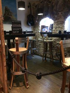 mobilier de restaurant , réalisations artisanales  collection: www.douelledereve.com