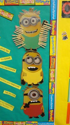 Minion Classroom: Minion Color Clip Chart - green, yellow, red. Behavioral system.