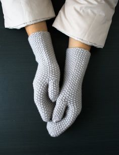http://www.purlbee.com/2014/02/14/whits-knits-seed-stitch-mittens-and-hand-warmers/