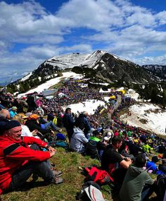 Giro 2014 - 20 (Maniago - Monte Zoncolan, 167 km) : Crowds at the top of Monte Zoncolan, one of the best natural theaters to watch a bike race.