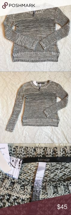 NWT Kenzie loose knit sweater with metallic thread This adorable sweater is a must have for your wardrobe! Cream and black with gold metallic thread woven throughout. High-low hem. Pair with jeans or leggings for an adorable look! kenzie Sweaters