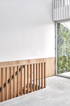 McLaren Excell is bringing smoked oak with white trim for London home in a forme Stairs Design Modern bringing Excell forme home London McLaren Oak smoked trim White Staircase Railings, Staircase Design, Stairways, Bannister, Modern Stairs, Interior Stairs, House Stairs, White Paneling, Architecture Details