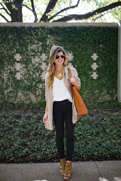 brightontheday wearing black and brown combination for transitional fall outfit
