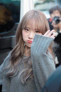 愼 ☼ ριητεrεsτ policies respected.( *`ω´) If you don't like what you see❤, please be kind and just move along. Pink Ash Hair, Brown Hair Chart, My Girl, Cool Girl, Wjsn Luda, Space Girl, Cosmic Girls, Hairstyles With Bangs, Korean Hairstyles
