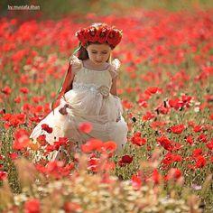 Safiye Sofia - Mustafakemalpaşa-Turkiye Model : Safiye Sofia Copyright © Mustafa ILHAN She is a Turkish-Ukrainian girl Maşallah :) Beautiful Children, Beautiful Babies, Children Photography, Art Photography, Grandparent Photo, Red Cottage, Hardy Perennials, California Poppy, Red Poppies