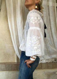 Boho Fashion, Womens Fashion, Fashion Trends, Ethno Style, Casual Chique, Mode Boho, Blouse And Skirt, Folk Costume, White Shirts