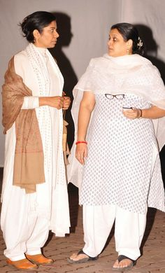 Meeta Vashisht and Supriya Pathak exchanged hellos at Farooque Sheikh's funeral. #Bollywood #Movies