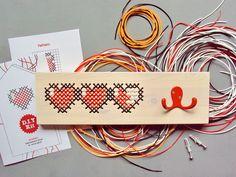 SCOUBIDOU DIY Kit  Three Hearts Pixel Art 8-b van  • Furniture • Home Decor • DIY Kits • op DaWanda.com