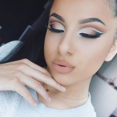 A little #throwback to this double cut crease! Who loves makeup looks like this?!