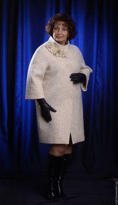 """Верхняя одежда ручной работы. Заказать Пальто-кокон """"Грейс-оверсайз"""". Ольга Шилова (Felt Passion). Ярмарка Мастеров. Белый Curvy Women Fashion, Modest Fashion, Womens Fashion, Girls Winter Coats, Wedding Dresses Plus Size, Mode Hijab, Lookbook, African Dress, Winter Outfits"""