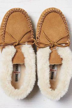 AEO Women's Minnetonka Chrissy Boot