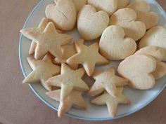 Os biscotos de arroz sem glúten podem ser feitos tanto doces como salgados, ficam crocantes e muito saborosos. Receita de Biscoito de Arroz Sem Glúten