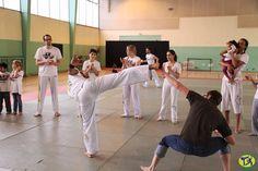 http://www.paris-capoeira.fr/apprendre-la-capoeira-paris-cours-lecon-faire-de-la-capoeira.html