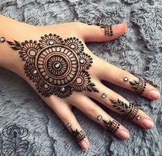 Mehndi design makes hand beautiful and fabulous. Here, you will see awesome and Simple Mehndi Designs For Hands. Henna Hand Designs, Eid Mehndi Designs, Mehndi Designs Finger, Mehndi Designs For Beginners, Modern Mehndi Designs, Mehndi Designs For Fingers, Mehndi Design Pictures, Latest Mehndi Designs, Henna Tattoo Designs