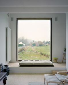 Window seat at Family House; Belgium by GWM Architects Modern Window Seat, Window Benches, Modern Windows, Window Seats, Window View, Open Window, Side Window, Window Frames, Interior Architecture