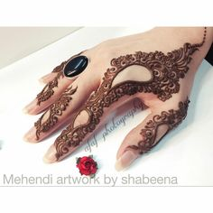 "Find and save images from the ""Mehndi (henna)"" collection by Sabi on We Heart It, your everyday app to get lost in what you love. Finger Henna Designs, Arabic Henna Designs, Mehndi Designs For Fingers, Modern Mehndi Designs, Unique Mehndi Designs, Mehndi Design Pictures, Latest Mehndi Designs, Beautiful Henna Designs, Henna Tattoo Designs"