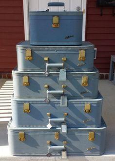 Lady Baltimore 7 piece vintage luggage suitcase set by ElanBox Vintage Suitcases, Vintage Luggage, Vintage Bags, Retro Vintage, Vintage Items, Suitcase Set, Train Case, Rich Girl, Zipper Bags