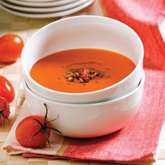 Potage aux tomates Preparing your own tomato cream is pretty fantastic. Choose Italian tomatoes, because they contain a lot of flesh and few seeds. Moussaka, Tomato Soup, Thai Red Curry, Soup Recipes, Food And Drink, Healthy Eating, Fruit, Cooking, Ethnic Recipes