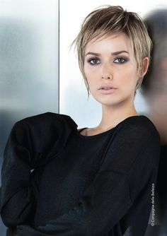The acconciature capellicorti Mary Haircuts is part of Short grey hair - La acconciature capellicorti the acconciature capellicorti Short Grey Hair, Short Straight Hair, Short Hair Cuts, Short Hair Styles, Pixie Cuts, Short Bob Hairstyles, Cool Hairstyles, Corte Y Color, Pixie Haircut