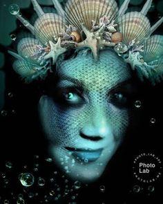 Satu Ylävaara Retrospective Art: Merenneidot, meren hirviöt omakuvina Halloween Face Makeup, My Arts, Portraits, Canvas, Artwork, Fictional Characters, Corning Glass, Tela, Work Of Art