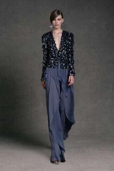 Idee abiti da cerimonia con pantaloni 2013 - Pantalone avio e giacca lavorata di Donna Karan
