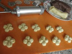 Čajové, sladučké pečivo (fotorecept) - recept | Varecha.sk Garlic Press, Food And Drink, Cookies, Decor, Basket, Crack Crackers, Decoration, Biscuits, Cookie Recipes