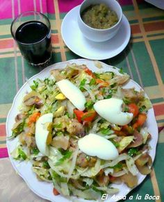 Receta chilena de ensalada de patitas de chancho Para mi este plato es uno de los que se comen entre amigos, en alguna picada, con vino pipeño servido en cañas y conversaciones largas y apasionadas...