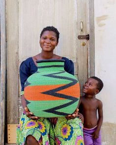 Porch Ideas for Houses - Sweet Crib African Crafts, African Home Decor, African Pottery, Afrique Art, Art Africain, House With Porch, Precious Children, Textile Prints, Belle Photo