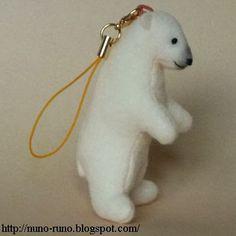 Mini Polar bear - free pattern and photo  instructions