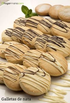 Eva Arguiñano prepara unas galletas de nata decoradas con chocolate negro y  blanco db8c6c82968