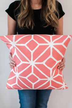No-Sew pillow how-to video: http://www.stylemepretty.com/living/2015/05/18/diy-no-sew-throw-pillow/ | Photography: Ruth Eileen - http://rutheileenphotography.com/