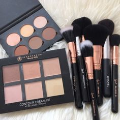 richesnbitches: Check out these after Christmas Sales!! @msmakeupaddict - more makeup here                                                                                                                                                      More