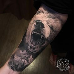 Tatuagem criada por Jorge Lange de Porto Alegre (viaja para várias cidades). Urso em preto e cinza super realista no antebraço. Animal Sleeve Tattoo, Full Sleeve Tattoos, Animal Tattoos, Wolf Tattoo Design, Forearm Tattoo Design, Hand Tattoos, Small Tattoos, Grizzly Bear Tattoos, Archangel Tattoo