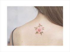 Resultado de imagen para minimalist tattoo flower