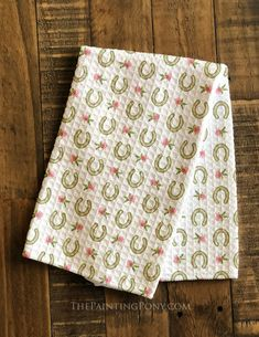 Spring Clover Flowers and Horse Shoes Waffle Weave Kitchen Towel – Cute and Trend Towel Models Clover Flower, Cute House, Kitchen Models, Shoe Pattern, Cowgirl Style, Equestrian Style, Kitchen Styling, Accent Decor, Horse Shoes