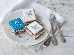 Itsenäisyyspäivän leivokset Tr 4, Kermit, Independence Day, Cupcakes, Cookies, Desserts, Ethnic Recipes, Tiramisu, Dairy