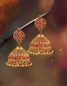 Embrace the sanctitude of tradition! Itihaasic Antique Designs at Suman jewellery Gold Jhumka Earrings, Jewelry Design Earrings, Gold Earrings Designs, Jhumka Designs, Gold Designs, Diy Earrings, Necklace Designs, Gold Jewelry Simple, Simple Necklace