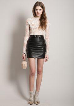 Comment porter la mini en cuir Saint Laurent?