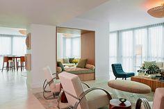 modern retro Art Deco Furniture, Modern Retro, Floor Chair, Interior Design, Living Room, House Styles, Home Decor, Interiors, Columns