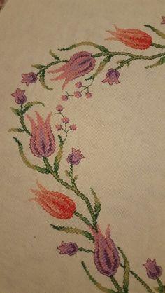Zeynep yılmaz Bargello, Cross Stitch Designs, Projects To Try, Embroidery, Handmade, Farmhouse Rugs, Tulips, Cross Stitch Embroidery, Diy And Crafts