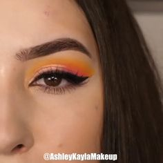 A colorful eye makeup tutorial to match your style! Yellow Eye Makeup, Bright Eye Makeup, Makeup Eye Looks, Green Makeup, Colorful Eye Makeup, Smokey Eye Makeup, Eyeshadow Makeup, Orange Eyeshadow Looks, Winged Eyeliner