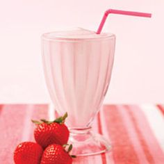 Isagenix Shake Recipes - Answer is Fitness, MA, RI detox smoothie francais Weight Loss Smoothie Recipes, Protein Shake Recipes, Protein Shakes, Strawberry Shake Recipe, Strawberry Blueberry, 600 Calorie Meals, Isagenix Shakes, Healthy Drinks, Healthy Recipes