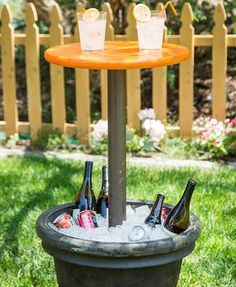 Spruce up your backyard on a budget with these cheap and easy DIY backyard ideas. From patio ideas to landscaping ideas, there are plenty of DIY projects to choose from that are guaranteed to work for big and small yards. Diy Outdoor Bar, Diy Patio, Backyard Patio, Patio Ideas, Landscaping Ideas, Backyard Landscaping, Pergola Ideas, Pergola Patio, Party Outdoor
