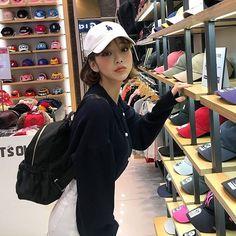 ♥츄 x 빵빵덕 초특급 콜라보♥앜 너무 귀여워서 현기증 날꺼같아요!!! 인형만큼 인기많은 빵떡이 키링!! 놓치지 않을꺼에요♡ Ulzzang Fashion, Asian Fashion, Girl Fashion, Cute Asian Girls, Cute Girls, Stunning Brunette, Girl Korea, Girl Couple, Uzzlang Girl