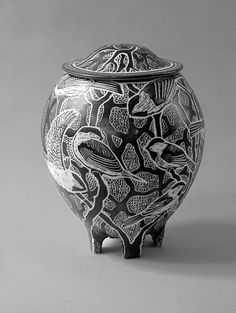 Tim Christensen lidded jar with sgraffito decoration of Chickadee birds Sgraffito, Ceramic Clay, Ceramic Pottery, Pottery Art, Clay Design, Ceramic Design, Pottery Sculpture, Ceramic Sculptures, Clay Birds