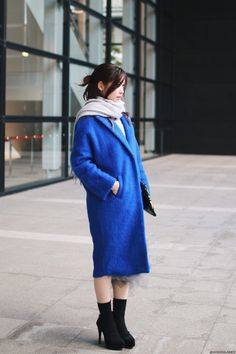 Japanese Fashion Blogger,Mizuho K0115OOTD,Gamiss-Blue woolen OverCoat,Sammydress-Asymmetric Mesh Tiered Skirt,Long Sleeve Knit Wrap Cape,Harajukuii Comic clutch bag,Tabio socks,vonBraun black heels,LOWRYS FARM Big Scarf, feminine casual