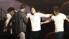 Image via We Heart It https://weheartit.com/entry/63630109 [animated] #band #boys #gif #hug #love #mylife #perfection #1d #liampayne #niallhoran #zaynmalik #louistomlinson #oned #harrystyles #onedirection